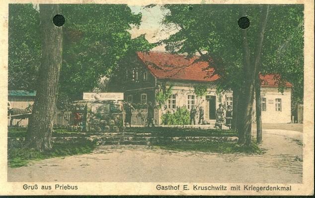 Gruß aus Priebus Gasthof E. Kruschwitz mit Kriegerdenkmal