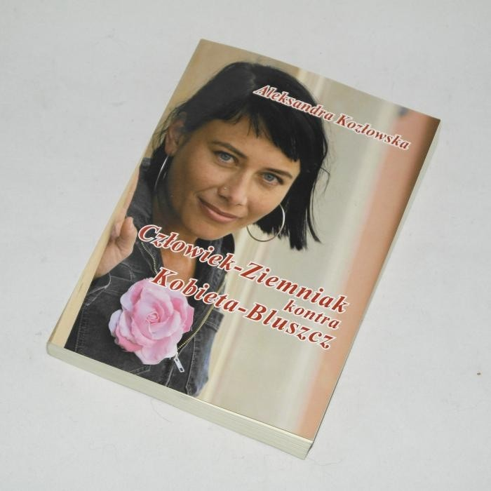 Człowiek-Ziemniak kontra Kobieta-Bluszcz / Kozłowska